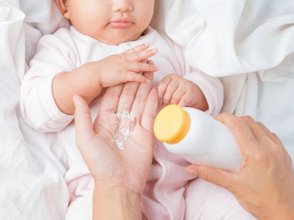 Dùng phấn rôm chăm sóc trẻ