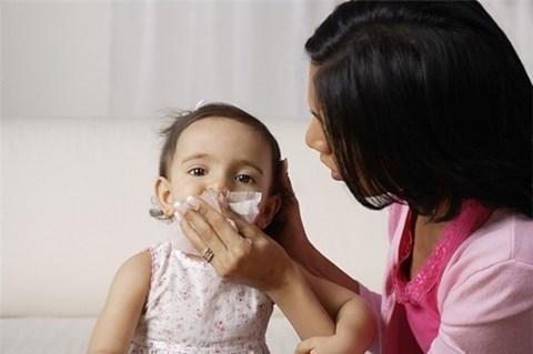 Phòng bệnh hô hấp mùa đông cho trẻ