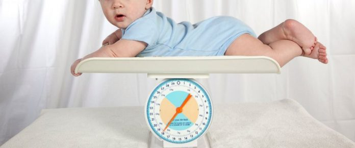 Cân nặng trẻ sơ sinh theo độ tuổi trieuchungbenh.com