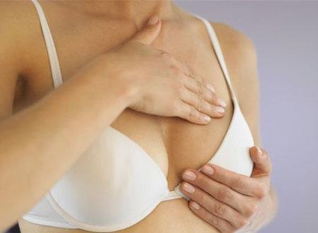 Phụ nữ nên tự kiểm tra vú thường xuyên