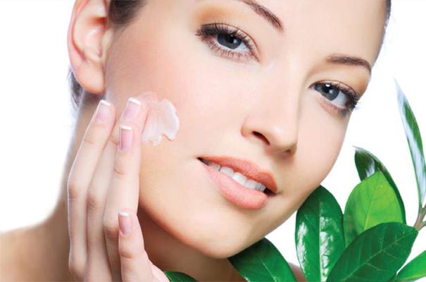 lam trang da voi thao duoc Vitamin E và lão hóa da