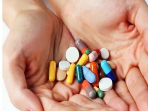 nhung loai thuc pham khong nen cho be su dung chung voi thuoc 300x225 Uống thuốc sai cách có thể gây phản ứng ngược (phần 1)