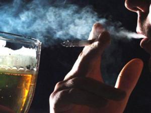 Thuốc lá, rượu ảnh hưởng lớn đến chất lượng tinh trùng